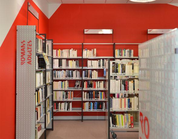 Signalétique réalisée par le collectif A4 designers pour la bibliothèque de Fontaine-d'Ouche à Dijon.