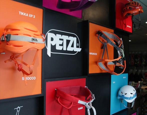 Vitrine réalisée par A4 designers à Chamonix pour Petzl