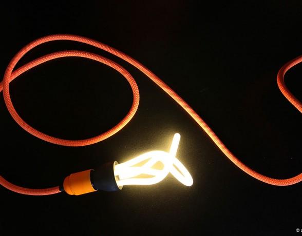 Lampe dans la vitrine réalisée par A4 designers pour Petzl