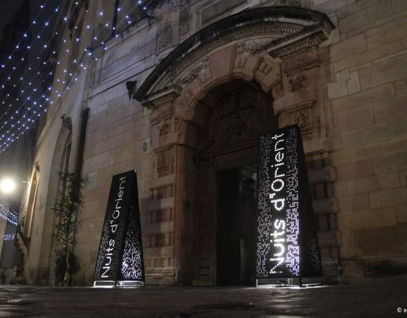 Signalétique lumineuse réalisée par A4 designers dans le cadre du festival Nuits d'Orient à Dijon.