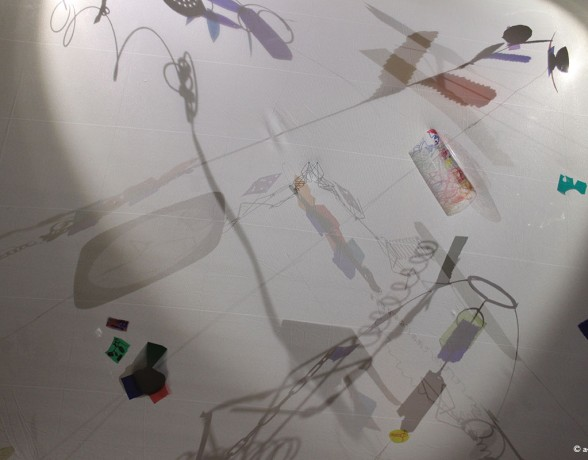 Ciel animé de l'espace temps calme réalisé par A4 designers avec les enfants de l'accueil périscolaire Mansart à Dijon.