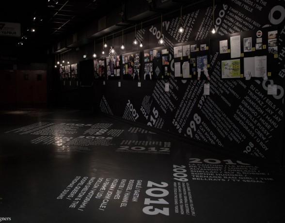 Scénographie de l'exposition anniversaire des 20 ans de La Vapeur à Dijon par le collectif a4 designers.