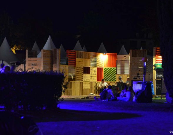 festival-cabaret-vert-scenographie-decors-modulable-bois-pochoirs-11