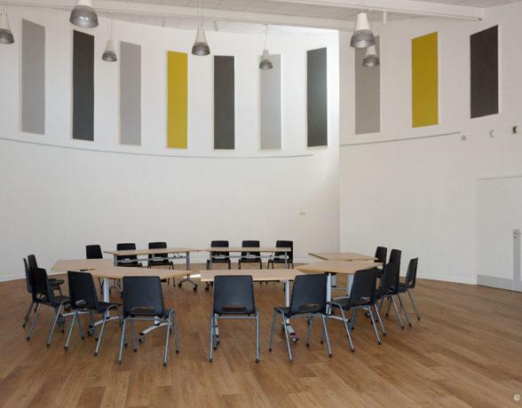 Rénovation acoustique et esthétique de la salle Picasso de l'espace socioculturel Baudelaire à Dijon par A4 Designers.